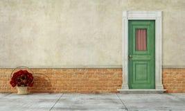Παλαιά πρόσοψη με τη μπροστινή πόρτα Στοκ φωτογραφία με δικαίωμα ελεύθερης χρήσης