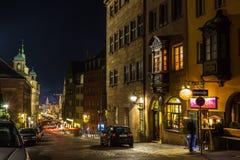 Παλαιά πόλης οδός Νυρεμβέργη-Γερμανία νύχτας Στοκ εικόνες με δικαίωμα ελεύθερης χρήσης