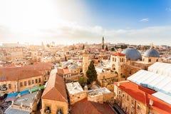Παλαιά πόλη Ιερουσαλήμ άνωθεν ιερός τάφος εκκλησιών Στοκ φωτογραφία με δικαίωμα ελεύθερης χρήσης