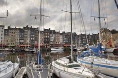 Παλαιά πόλη και σκάφη στο λιμένα σε Honfleur Νορμανδία Γαλλία σε Octobe Στοκ φωτογραφίες με δικαίωμα ελεύθερης χρήσης