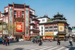 Παλαιά πόλη Σαγγάη Κίνα Zhong LU κτυπήματος κυνοδόντων Στοκ φωτογραφία με δικαίωμα ελεύθερης χρήσης