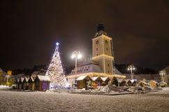 Παλαιά πόλη του Δημαρχείου Brasov στα Χριστούγεννα στην περιοχή της Τρανσυλβανίας της Ρουμανίας Στοκ Φωτογραφίες