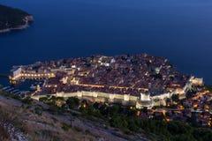 Παλαιά πόλη Dubrovnik που αντιμετωπίζεται άνωθεν στο βράδυ Στοκ εικόνες με δικαίωμα ελεύθερης χρήσης
