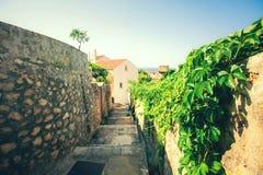 Παλαιά πόλη Dubrovnik σε μια όμορφη θερινή ημέρα, Κροατία Οδοί στην παλαιά πόλη στην Κροατία στοκ φωτογραφία με δικαίωμα ελεύθερης χρήσης