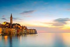 Παλαιά πόλη Rovinj τη νύχτα στην αδριατική θάλασσα Στοκ εικόνα με δικαίωμα ελεύθερης χρήσης