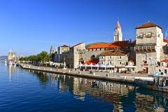 Παλαιά πόλη Trogir στη Δαλματία, Κροατία στην αδριατική ακτή Στοκ Φωτογραφίες