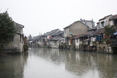Παλαιά πόλη Xincheng στη χειμερινή βροχή στοκ φωτογραφία