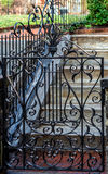 Παλαιά πύλη σιδήρου στη βροχή Στοκ Φωτογραφίες