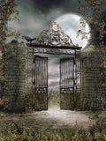 Παλαιά πύλη σιδήρου τη νύχτα Στοκ Εικόνες