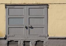 Παλαιά πύλη στον τοίχο Στοκ Φωτογραφία