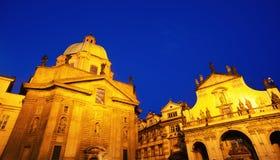 Παλαιά πλατεία της Πράγας στο σούρουπο Στοκ Εικόνες