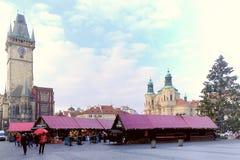 Παλαιά πλατεία της πόλης με το αστρονομικό ρολόι στην Πράγα Στοκ Φωτογραφίες