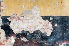 Παλαιά πλινθοδομή με το υπόβαθρο ασβεστοκονιάματος κίτρινος και μαύρος Στοκ Φωτογραφίες