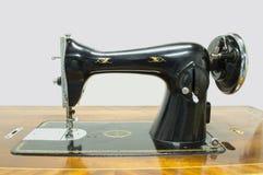 Παλαιά ράβοντας μηχανή Στοκ εικόνες με δικαίωμα ελεύθερης χρήσης
