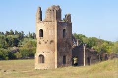 Παλαιά ρωμαϊκή καταστροφή μέσα μέσω Appia Antica (Ρώμη, Ιταλία) Στοκ Εικόνες