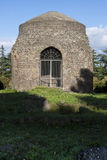 Παλαιά ρωμαϊκή καταστροφή τάφων μέσα μέσω Appia Antica (Ρώμη, Ιταλία) Στοκ Εικόνες