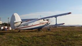 Παλαιά ρωσική biplane απογείωση απόθεμα βίντεο
