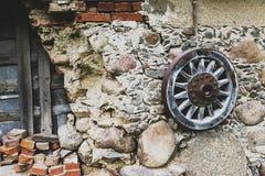 παλαιά ρόδα βαγονιών εμπο&rho Στοκ εικόνα με δικαίωμα ελεύθερης χρήσης