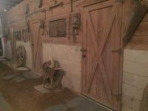 Παλαιά σιταποθήκη αλόγων στο χιόνι Στοκ εικόνες με δικαίωμα ελεύθερης χρήσης