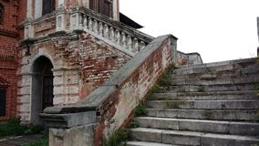 Παλαιά σκάλα στο παλάτι Στοκ εικόνα με δικαίωμα ελεύθερης χρήσης