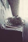 Παλαιά σκονισμένα βιβλία και φύλλα του εγγράφου Στοκ εικόνα με δικαίωμα ελεύθερης χρήσης
