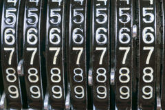 Παλαιά σκουριασμένη αναδρομική μαύρη στάση υπολογιστών σε έναν ξύλινο πίνακα Στοκ Εικόνα
