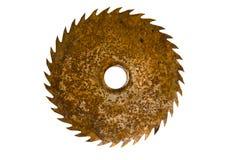 Παλαιά σκουριασμένη κυκλική λεπίδα πριονιών που απομονώνεται στο λευκό Στοκ Εικόνα