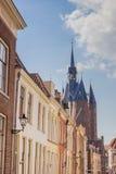 Παλαιά σπίτια και η πύλη πόλεων σε Zwolle Στοκ Φωτογραφίες