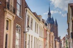 Παλαιά σπίτια και η πύλη πόλεων σε Zwolle Στοκ Εικόνα