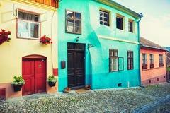 Παλαιά σπίτια με τα λουλούδια Στοκ εικόνες με δικαίωμα ελεύθερης χρήσης