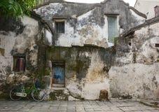Παλαιά σπίτια στην αρχαία πόλη σε Hoi, Βιετνάμ στοκ εικόνες