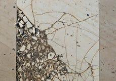 Παλαιά σπασμένα κεραμίδια στοκ φωτογραφία