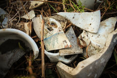 Παλαιά σπασμένα πιάτα Στοκ εικόνα με δικαίωμα ελεύθερης χρήσης