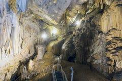 Παλαιά σπηλιά στο νησί Antiparos με τους σταλακτίτες και τους σταλαγμίτες Στοκ φωτογραφίες με δικαίωμα ελεύθερης χρήσης