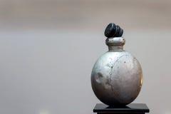 Παλαιά στάση μπουκαλιών φαρμάκων αλουμίνας Στοκ Φωτογραφίες