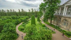 Παλαιά στοά με τα γλυπτά και κήπος στο πάρκο της Catherine timelapse, Άγιος-Πετρούπολη απόθεμα βίντεο