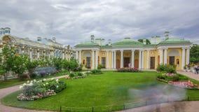 Παλαιά στοά με τα γλυπτά και κήπος στο πάρκο της Catherine timelapse, Άγιος-Πετρούπολη φιλμ μικρού μήκους