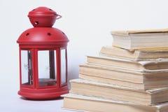 παλαιά στοίβα βιβλίων σημαδεψτε το κόκκινο λ&alpha Στοκ εικόνες με δικαίωμα ελεύθερης χρήσης