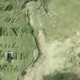 Παλαιά ταφόπετρα στοκ εικόνες με δικαίωμα ελεύθερης χρήσης