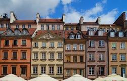 παλαιά τετραγωνική πόλη Βαρσοβία όμορφα ζωηρόχρωμα σπίτια Στοκ εικόνα με δικαίωμα ελεύθερης χρήσης