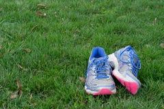 Παλαιά τρέχοντας πάνινα παπούτσια Στοκ Φωτογραφία