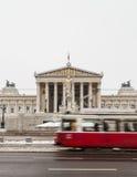 Παλαιά τραμ και το αυστριακό Κοινοβούλιο Στοκ Εικόνα