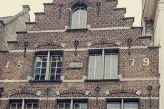 Παλαιά φωτογραφία με την αρχιτεκτονική λεπτομέρεια προσόψεων σε μια παλαιά οικοδόμηση π Στοκ εικόνες με δικαίωμα ελεύθερης χρήσης
