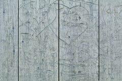 Παλαιά χαρασμένη γκράφιτι ξύλινη πόρτα Στοκ Εικόνες