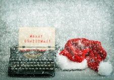 Παλαιά Χαρούμενα Χριστούγεννα καπέλων γραφομηχανών κόκκινη αναδρομικό ύφος εικόνων Στοκ εικόνες με δικαίωμα ελεύθερης χρήσης