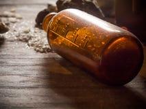 Παλαιά χημική έκχυση μπουκαλιών Στοκ Εικόνες