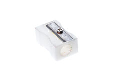 Παλαιά χρησιμοποιημένη άσπρη πλαστική ξύστρα για μολύβια που απομονώνεται στο λευκό Στοκ φωτογραφίες με δικαίωμα ελεύθερης χρήσης