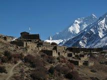 Παλαιά χωριό και Annapurna δύο Στοκ εικόνα με δικαίωμα ελεύθερης χρήσης