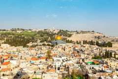 παλαιά όψη μουσουλμανικών τεμενών της Ιερουσαλήμ πόλεων aqsa Al Άποψη από τη λουθηρανική εκκλησία του απελευθερωτή Στοκ Φωτογραφία