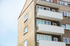 Παλαιά apartaments στο ύφος της δεκαετίας του '70 Στοκ φωτογραφίες με δικαίωμα ελεύθερης χρήσης